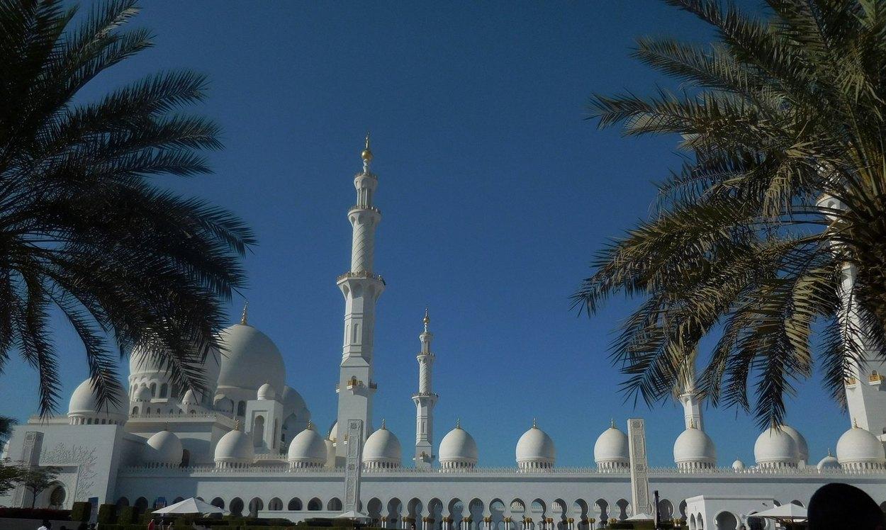Exterior: Sheikh Zayed Grand Mosque - Pure Splendour